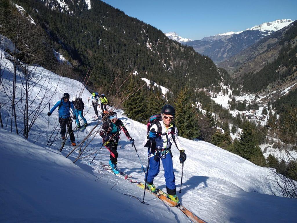 Montée dans les Alpes en ski de rando